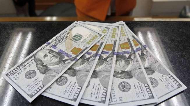 Dollar Amerika Serikat Terangkat Berkat Data Manufaktur